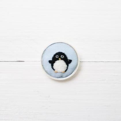 Miniature embroidery pin Penguin br..