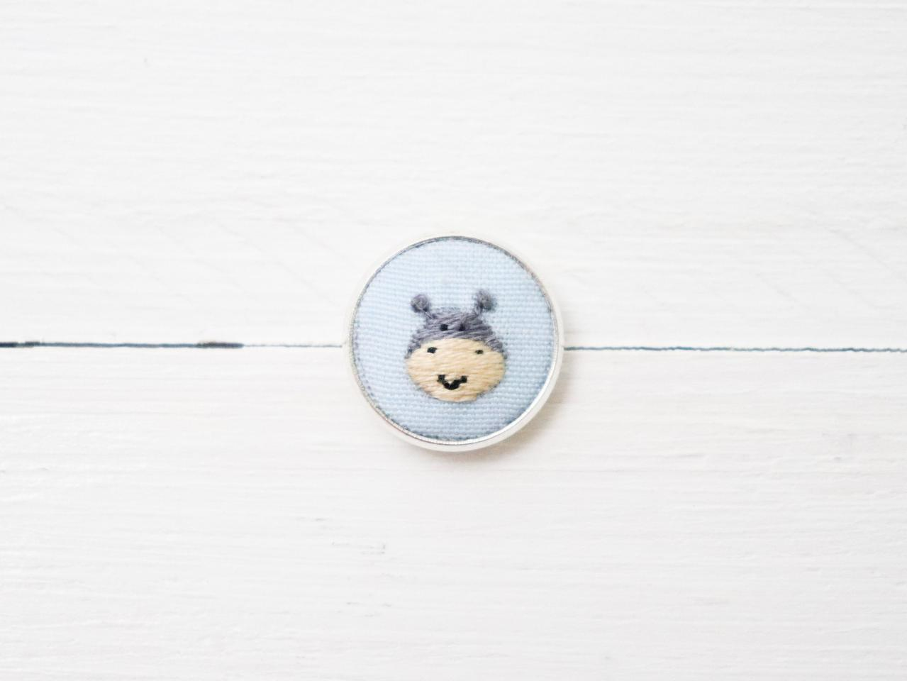 Miniature embroidery pin Hippo brooch Hippo pin Embroidery pin Hand embroidery Embroidered pin Animal pin Animal brooch Hippo collar pin