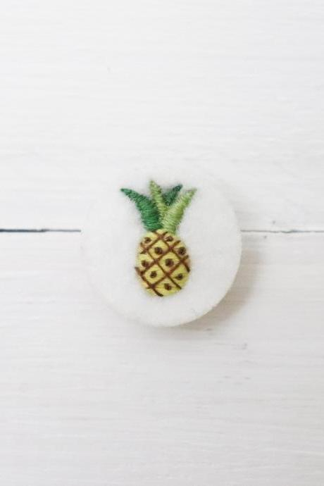 Miniature embroidery pin Pineapple brooch Pineapple pin Embroidery pin Hand embroidery Embroidered pin Pineapple felt brooch Fruit jewelry