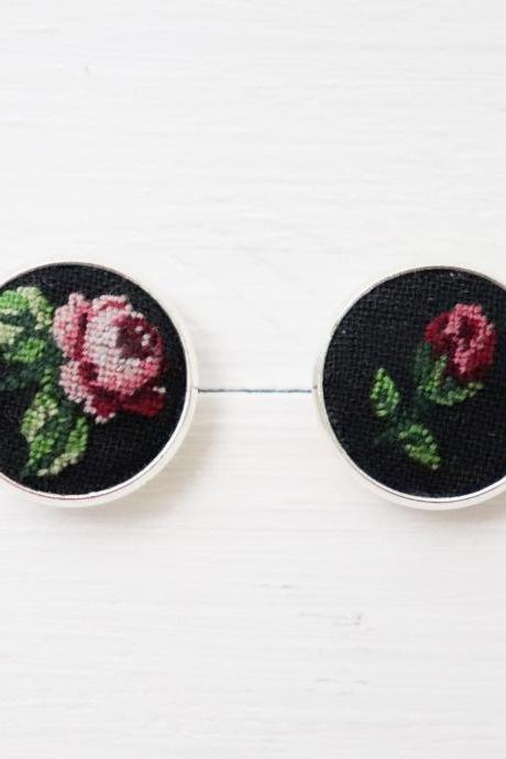 Set of 2 Miniature embroidery pin Rose brooch Rose pin Embroidery pin Hand embroidery Embroidered pin Rose collar pin Vintage pin Floral pin