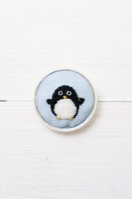 Miniature embroidery pin Penguin brooch Penguin pin Embroidery pin Hand embroidery Embroidered pin Penguin collar pin Animal pin