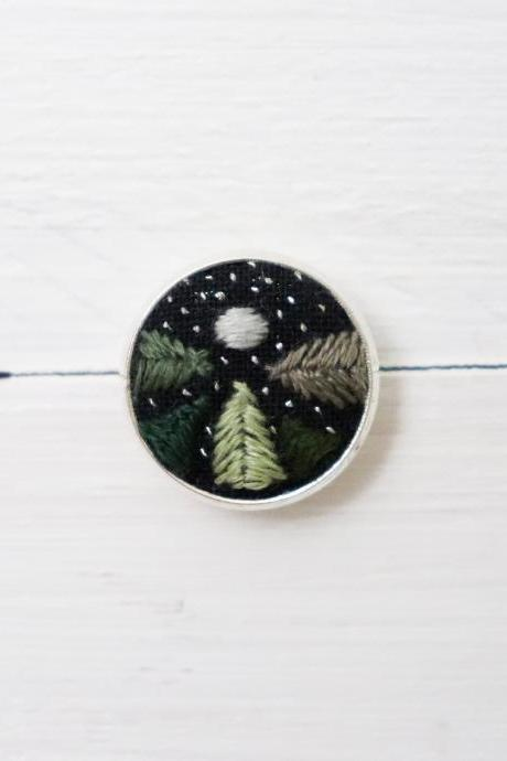 Miniature embroidery pin Night sky brooch Night sky pin Embroidery pin Hand embroidery Embroidered pin Night sky collar pin Forest pin
