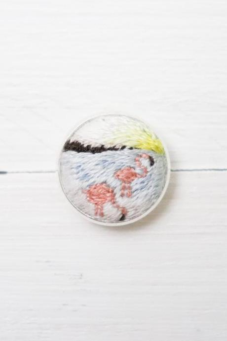 Miniature embroidery pin Flamingo brooch Flamingo pin Embroidery pin Hand embroidery Embroidered pin Flamingo collar pin