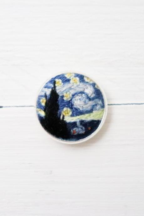 Miniature embroidery pin Van Gogh brooch Van Gogh pin Embroidery pin Hand embroidery Embroidered pin Starry night pin Van Gogh collar pin