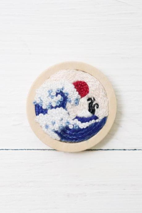 Miniature embroidery pin Kanagawa wave brooch Kanagawa wave pin Embroidery brooch Hand embroidery Embroidered pin Embroidered brooch