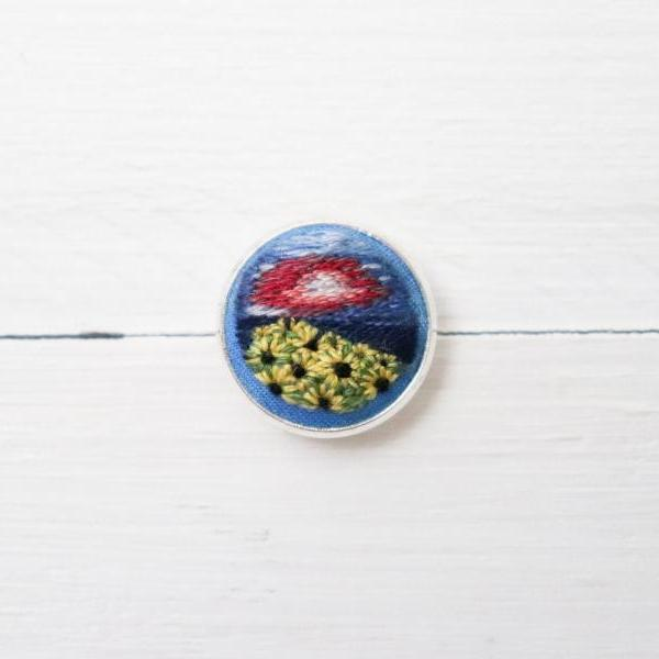 Miniature embroidery pin Sunflower brooch Sunflower pin Embroidery pin Hand embroidery Embroidered pin Sunflower collar pin Floral pin
